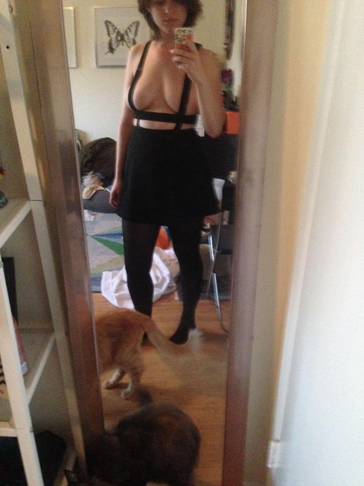 Allie Goertz nude leaked