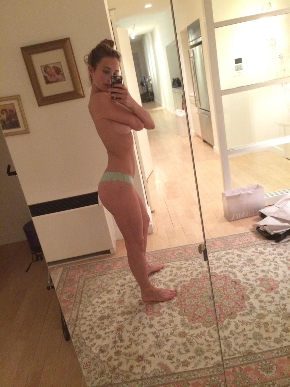 Hannah Jeter Leaked Nude Selfies