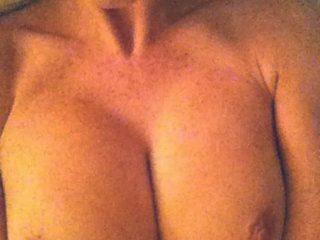 """The One Show"" Presenter Alex Jones Nude Photos Leaked"