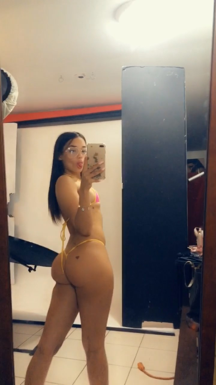 Amanda The Little Ti Lesbian Sex Tape and Nude Selfies Leaked from SnapChat The Fappening 2018