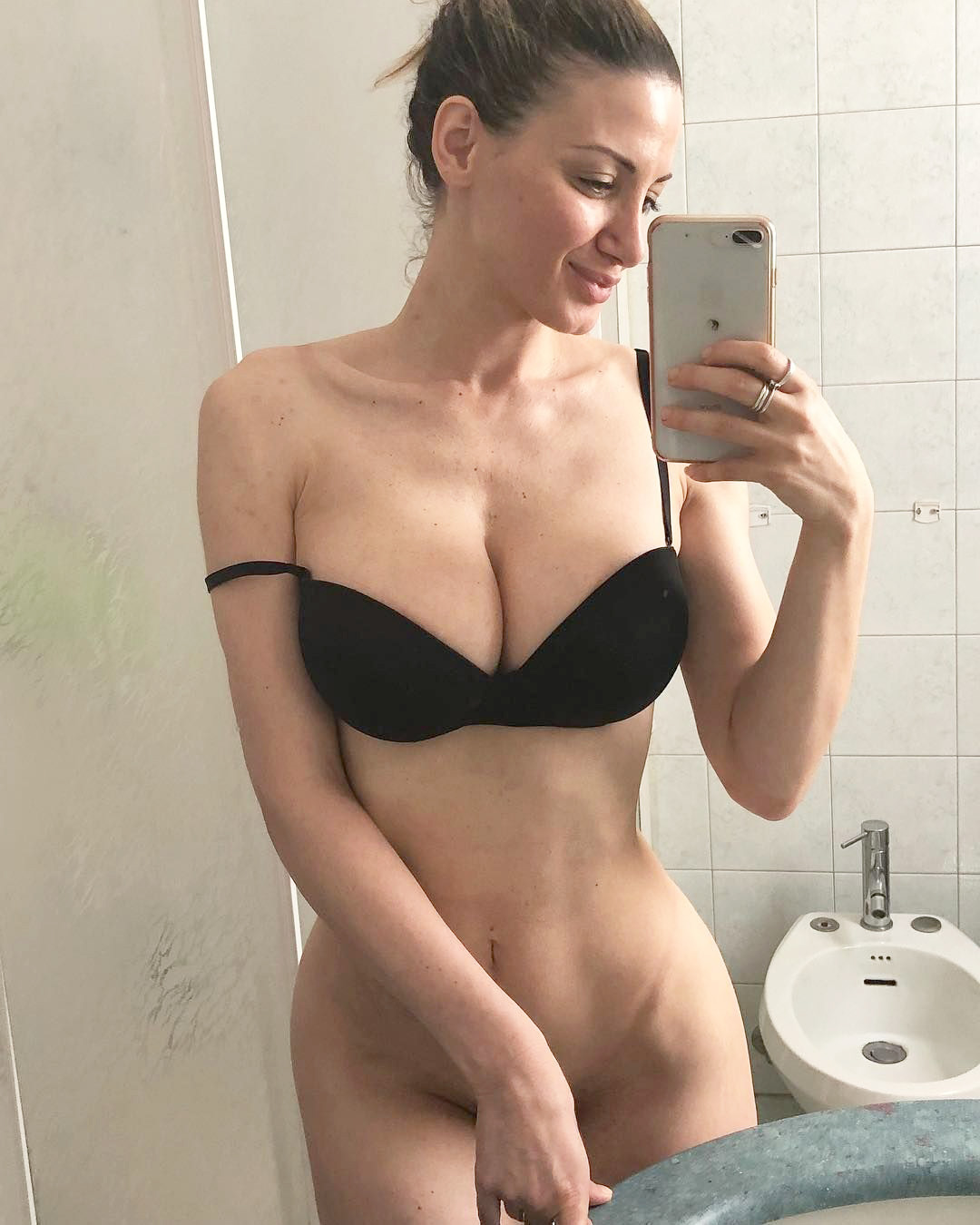Model Rosy Maggiulli nude selfies and stripping photos leaked The Fappening 2018